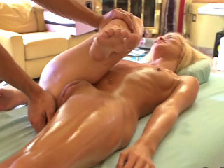 Hot amateur blonde beauty gets screwed by dirty mighty dude